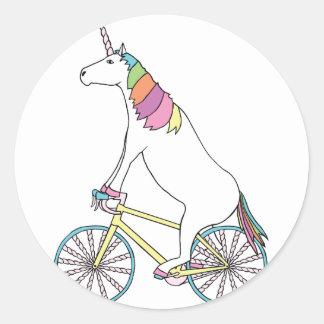 Vélo d'équitation de licorne avec des roues de sticker rond