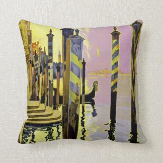 Venise et le Lido Throw Pillow