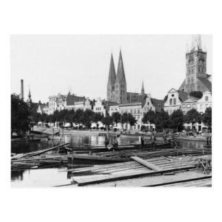 Vente du bois sur la rivière Trave, Lübeck, c.1910 Carte Postale