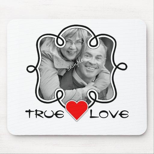 Véritables photo et coeur de couples de cadre de tapis de souris