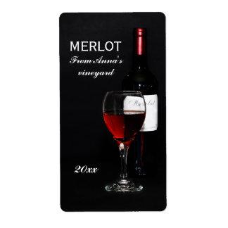 Verre et bouteille de vin rouge étiquette d'expédition
