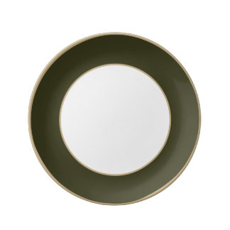 Vert de botte de jardin dans un jardin anglais de assiette en porcelaine