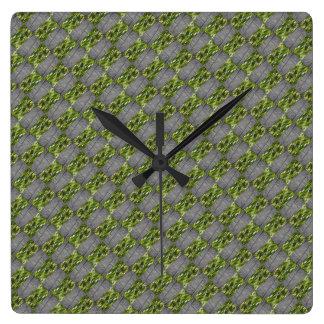 Verte Brickism Clock