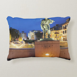 Victories miner Henner on the victory bank Accent Pillow
