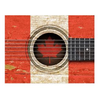 Vieille guitare acoustique avec le drapeau canadie carte postale