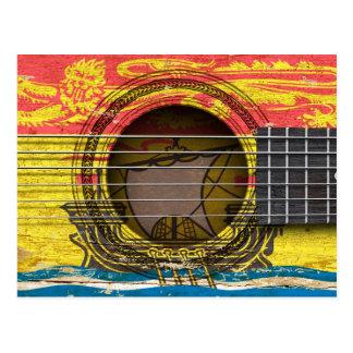 Vieille guitare acoustique avec le drapeau du cartes postales