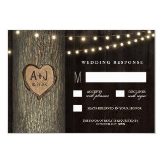 Vieux chêne découpé d'initiales épousant des carton d'invitation 8,89 cm x 12,70 cm