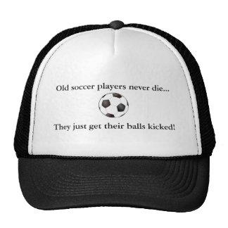 Vieux footballeurs… casquettes de camionneur