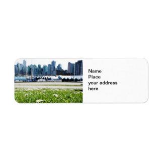 Ville à travers l'étiquette de adresse de retour étiquette d'adresse retour