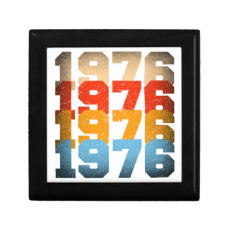 VINTAGE 1976 GIFT BOX