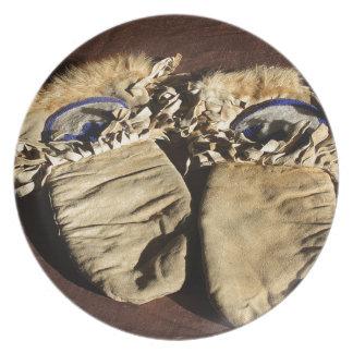 Vintage Cree Mittens Plate