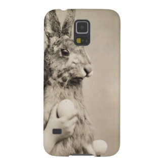 Vintage girl with giant Easter bunny Galaxy S5 Covers