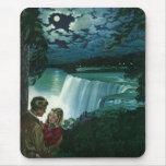 Vintage Honeymoon Love, Newlyweds at Niagara Falls Mouse Pad