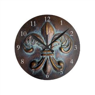Vintage-Look Fleur De Lis Round Clock
