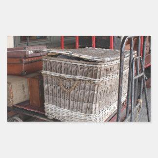Vintage luggage and wicker basket - Range