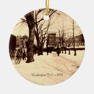 Vintage Washington DC In Snow Christmas Decoration Round Ceramic Ornament