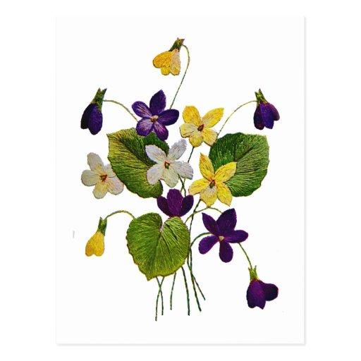 Violettes sauvages assorties faites en broderie de carte postale