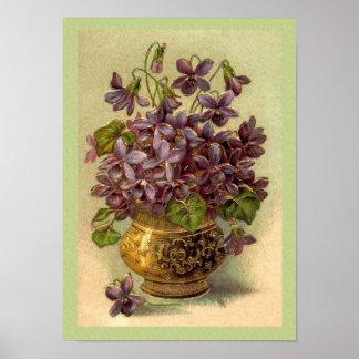 Violettes vintages dans une copie de vase à or posters