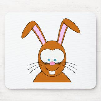 Visage de lapin de bande dessinée tapis de souris