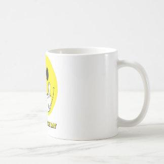 visage souriant donnant le doigt mug