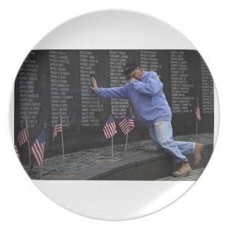 Visiting The Vietnam Memorial Wall, Washington DC. Party Plate