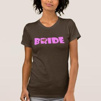 Voici venir la jeune mariée ! t-shirts