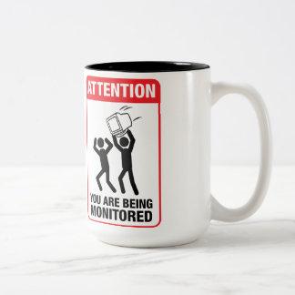 Vous êtes surveillés - humour de bureau mug bicolore