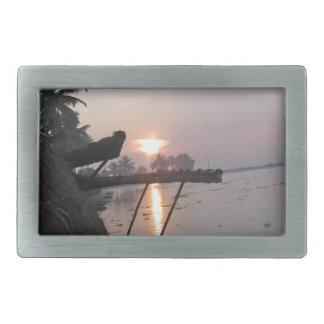 Vue de lever de soleil d une fenêtre de boucles de ceinture rectangulaires