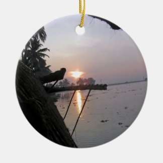 Vue de lever de soleil d une fenêtre de ornements de noël