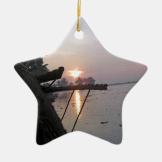 Vue de lever de soleil d une fenêtre de décoration pour sapin de noël