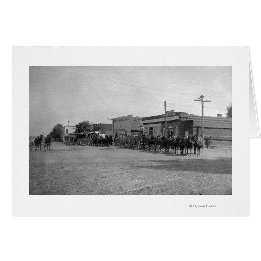 Vue des équipes de chariot de cheval sur la rue carte