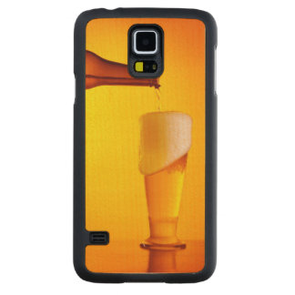Waiter pouring beer, glass of a cold drink carved® maple galaxy s5 slim case