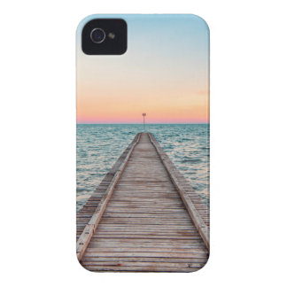 Walking towards the infinity of the sea iPhone 4 covers