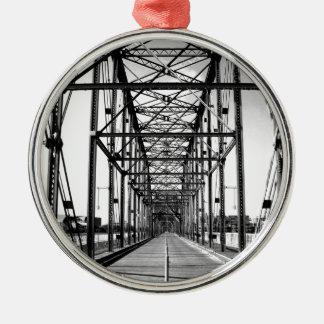WALNUT STREET BRIDGE - CHATTANOOGA, TN Silver-Colored ROUND ORNAMENT