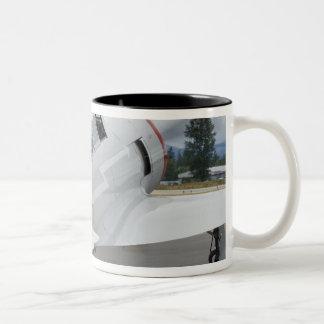 Washington, Olympia, airshow militaire. 6 Mug Bicolore