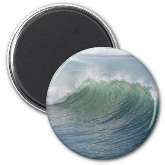 Wave break magnet