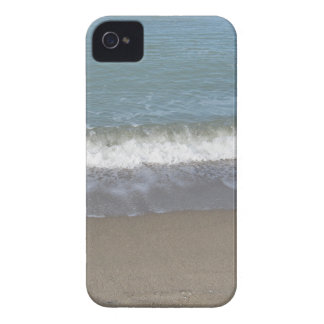 Wave of the sea on the sand beach iPhone 4 Case-Mate case