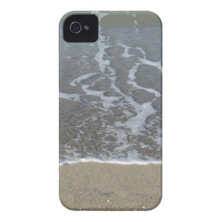 Wave of the sea on the sand beach iPhone 4 cover