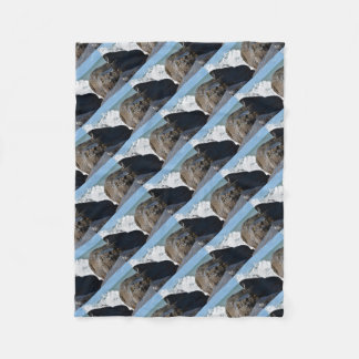 WAVES ON ROCKS QUEENSLAND AUSTRALIA FLEECE BLANKET