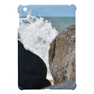 WAVES ON ROCKS QUEENSLAND AUSTRALIA iPad MINI CASE