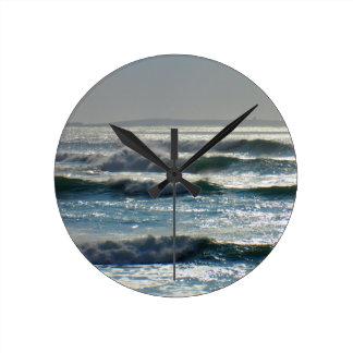 waves round clock
