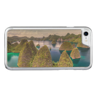 Wayag Island landscape, Indonesia Carved iPhone 8/7 Case