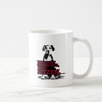 Wer nicht stehen will Doggenwelpe Basic White Mug