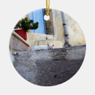 White alley cat round ceramic ornament