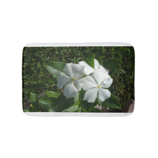WHITE AND YELLOW FLOWERS BATH MAT