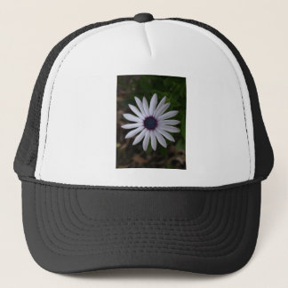 WHITE CAPE DAISY FLOWER TRUCKER HAT