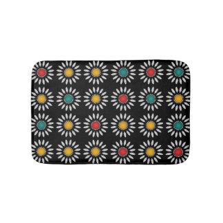 White daisies pattern bath mat