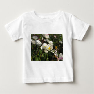 White daisy flowers on green background baby T-Shirt