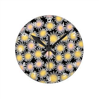White daisy round clock