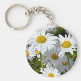 White spring daisies keychain
